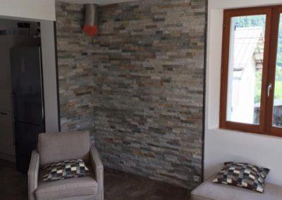 Aménagement coin cheminée - Pose d'un parement pierre coupe feu